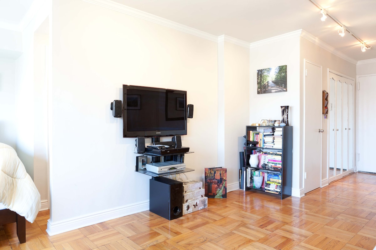 40 inch flat screen TV, blu-ray, surround sound.  Cable and internet available.