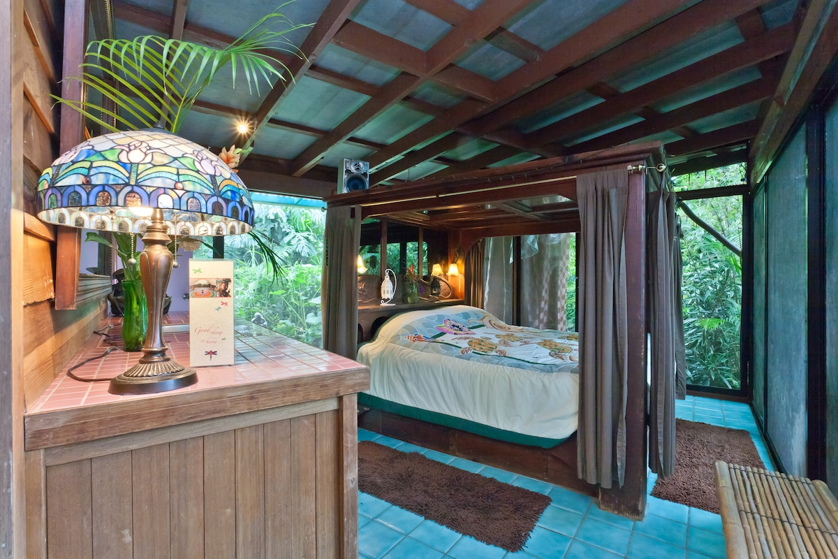 Honeymoon Suite, Dragonfly Ranch