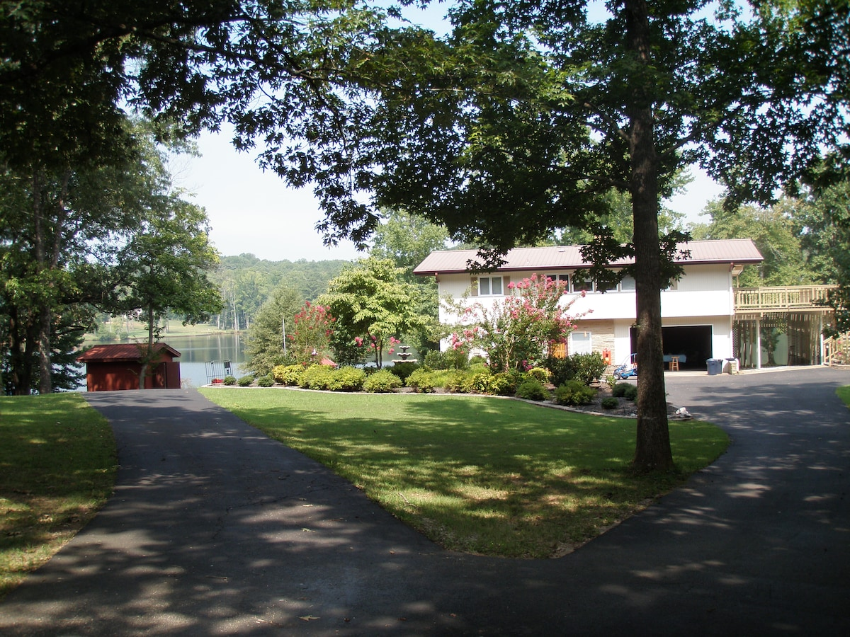 Pine Lake Lodge (Country Lake Home)
