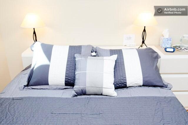 Queen size bed with gel memory foam topper