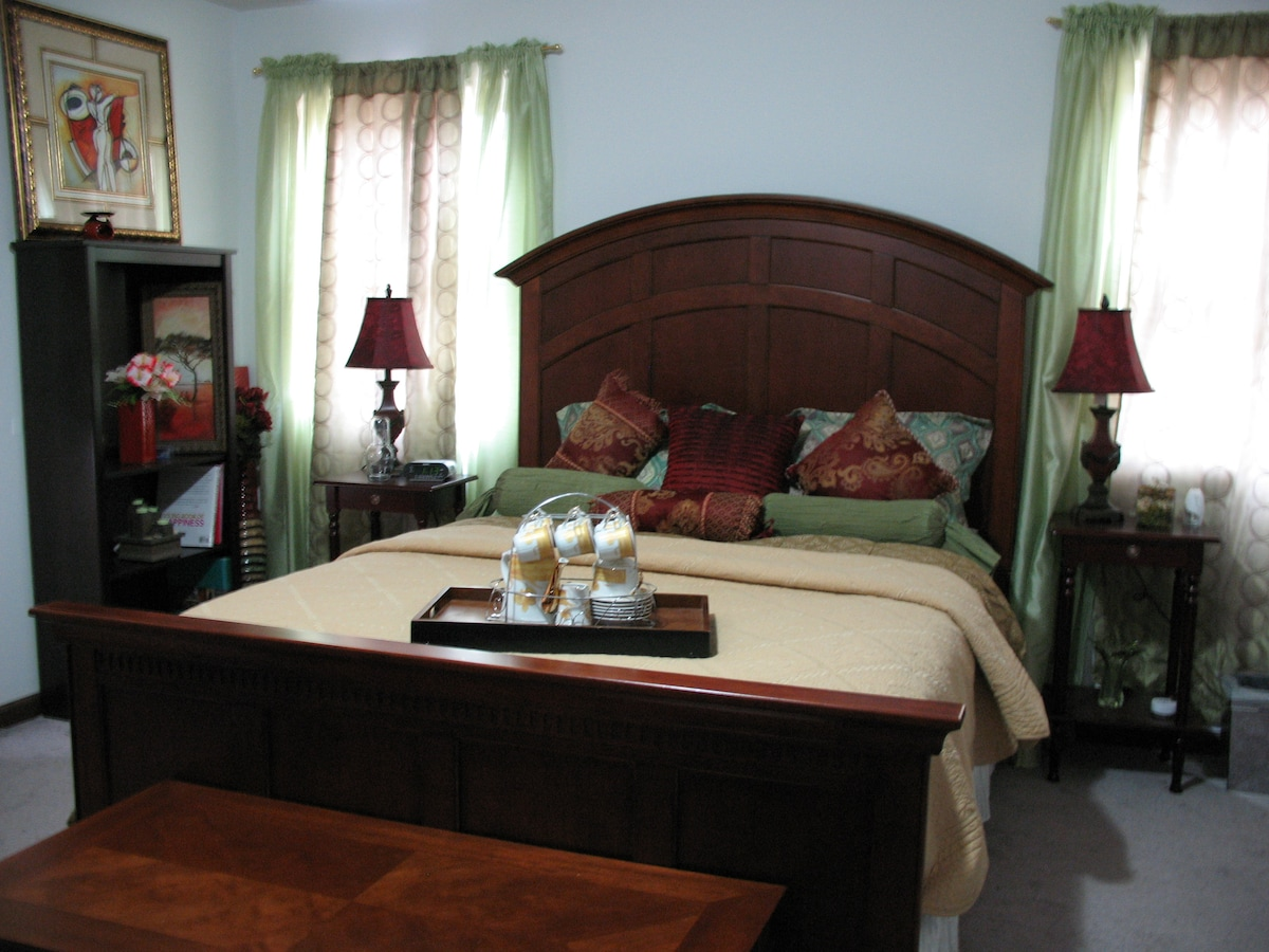 The Ambiance Regal features a queen size bed.The room comfortably sleep 2 -3 guests. A relaxing, quiet atmosphere lends itself to breakfast in bed or around a cozy table set for two. Scenic mountain and nature views from two of four bedroom windows.