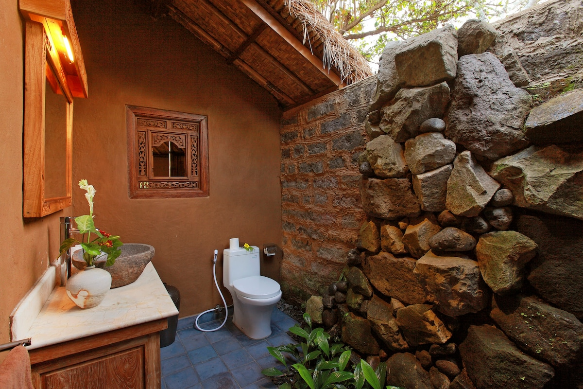 Indoor outdoor bathroom with the connection to nature and rockwall shower