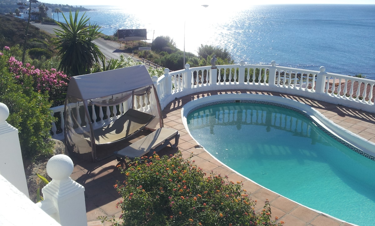 Amazing and privated swimming pool with panoramic views to the mediterranean