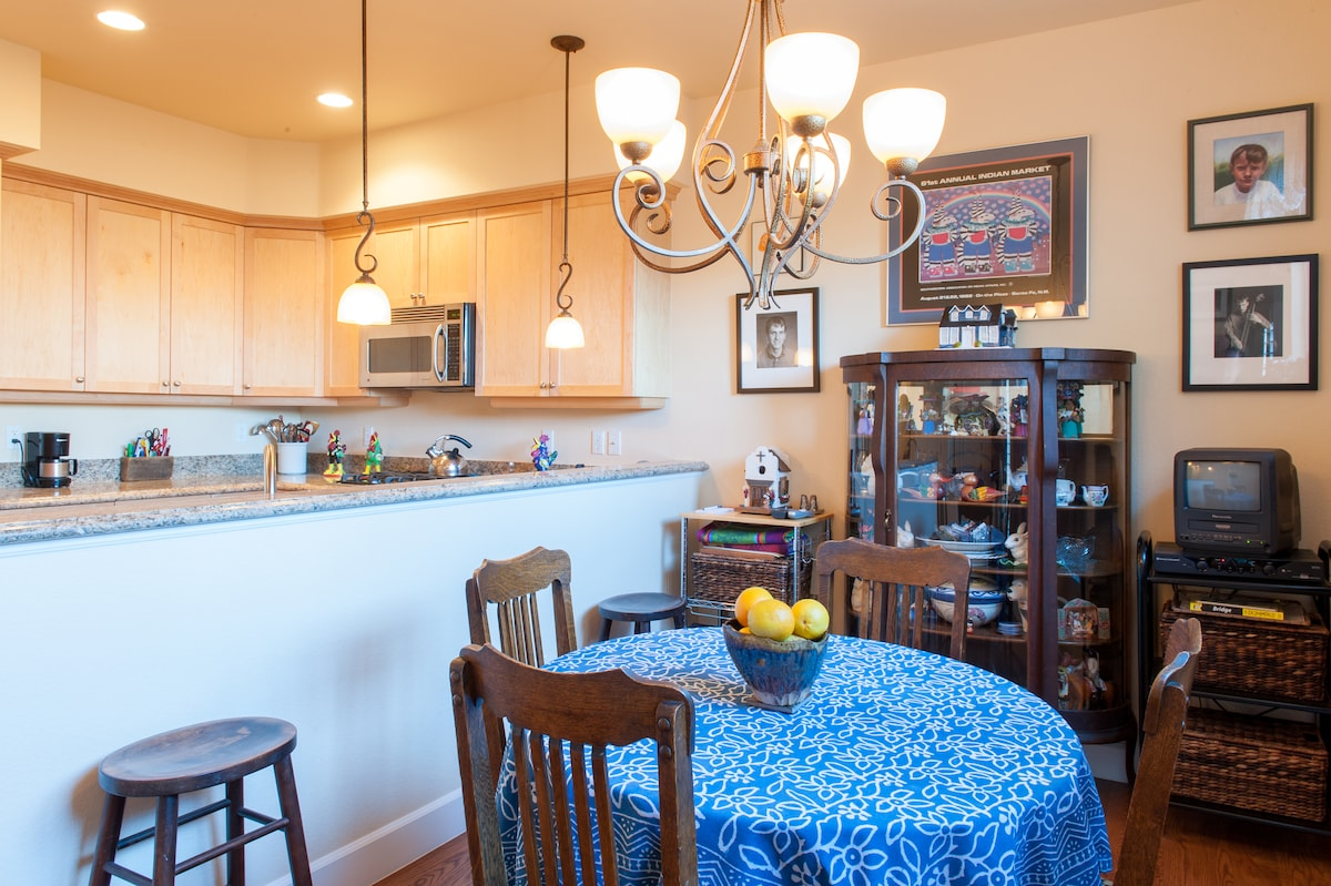 The kitchen contains a convenient eating area.