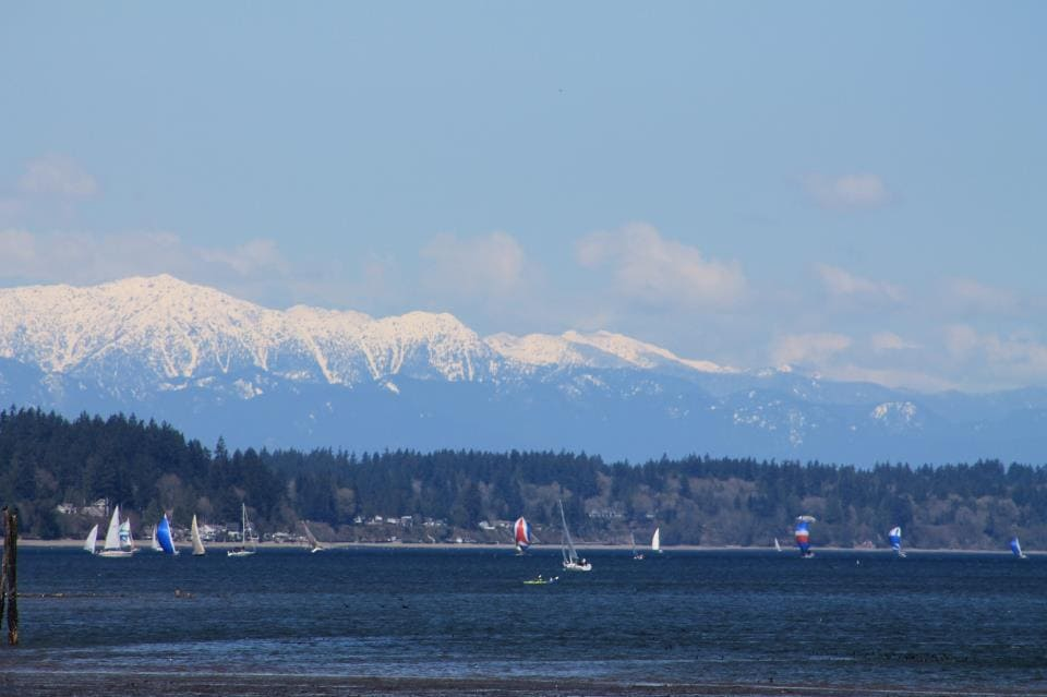 Olympic Mountains---a short 1 hour drive House is 3 blocks from Puget Sound