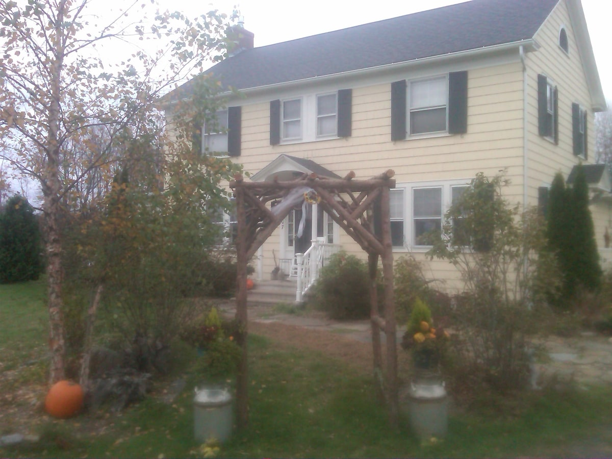 Quality Home from top to bottom.  Uncle Bob's wedding arch for Courtney!