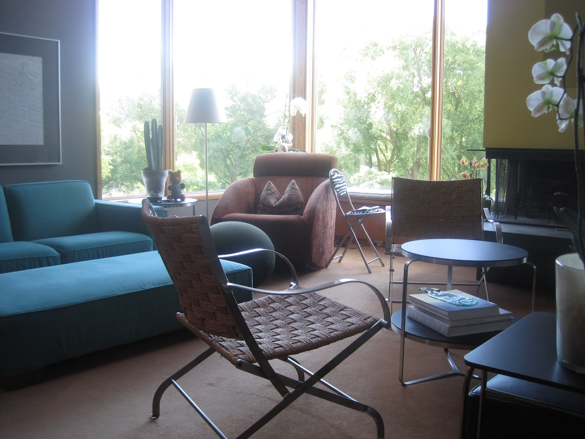 Living room with a view at Rundles Morris House.