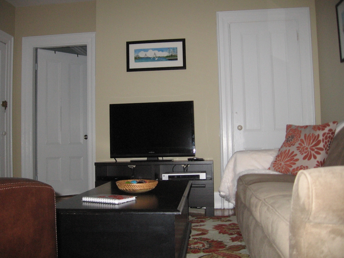 Living room with bluray dvd,  HD TV and Charlestown filmed movie dvds !