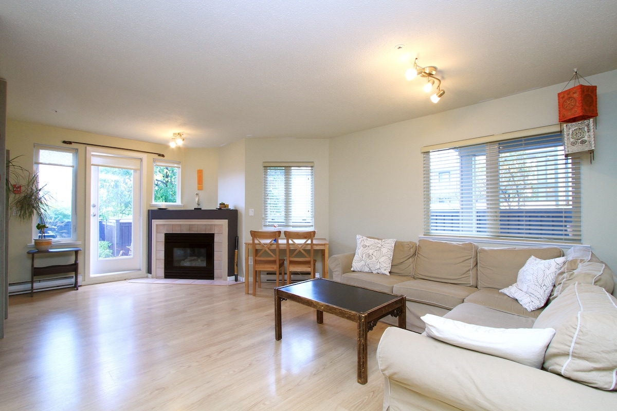 Bright and Comfortable One Bedroom