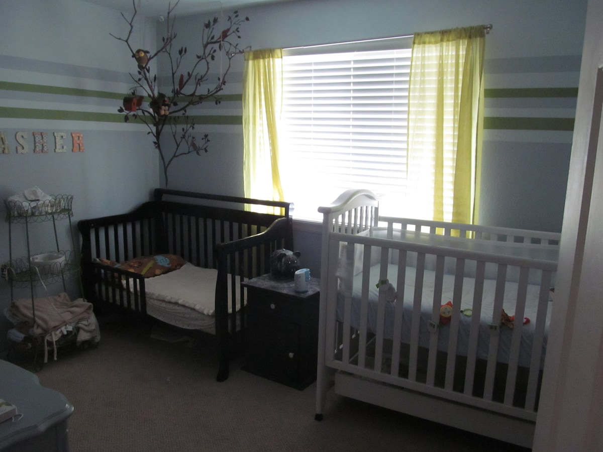 Kid Room - Toddler Bed and Crib