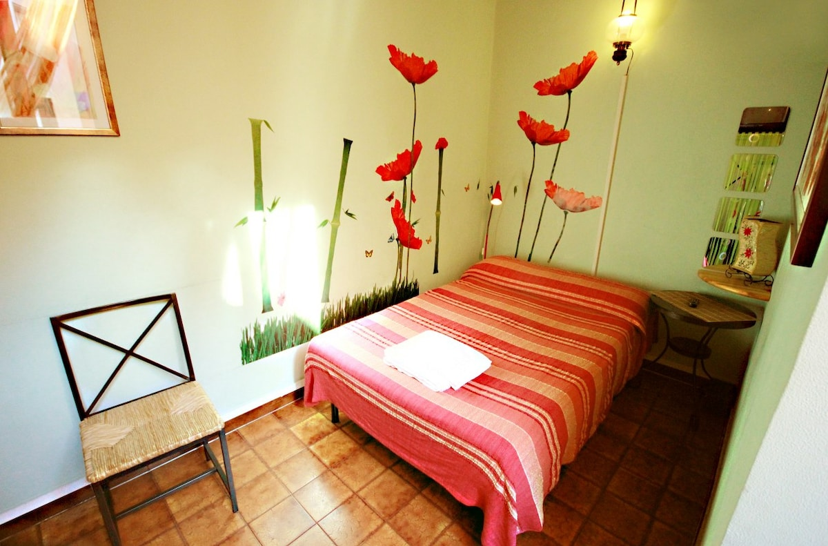 Single room french-size bed Poppies