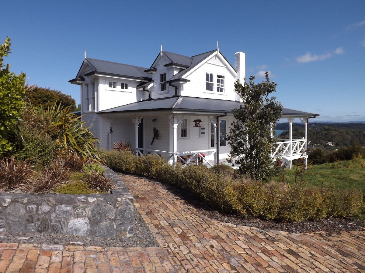 Wellington Cottage, over Russell