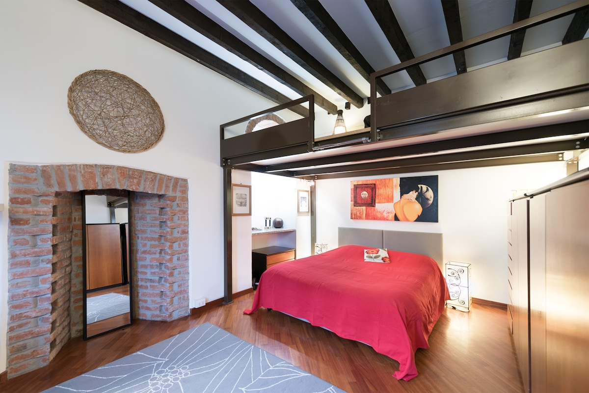 double bedroom ,with original exposed beams, fireplace and arch of the nineteenth century