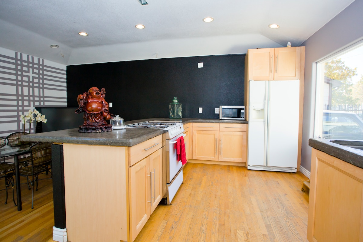 Great Bungalow close to Downtown