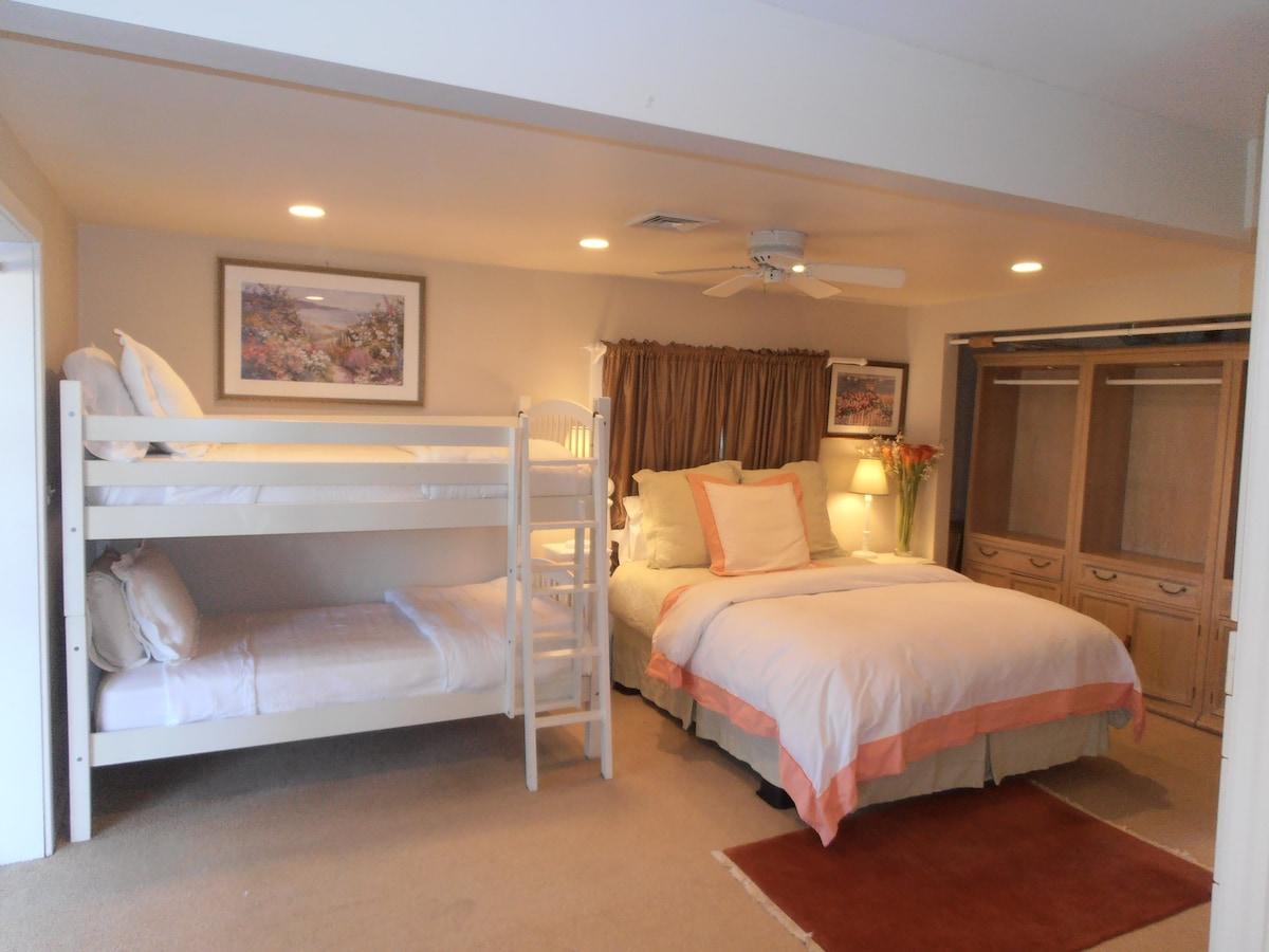 queen bedroom with twin bunks