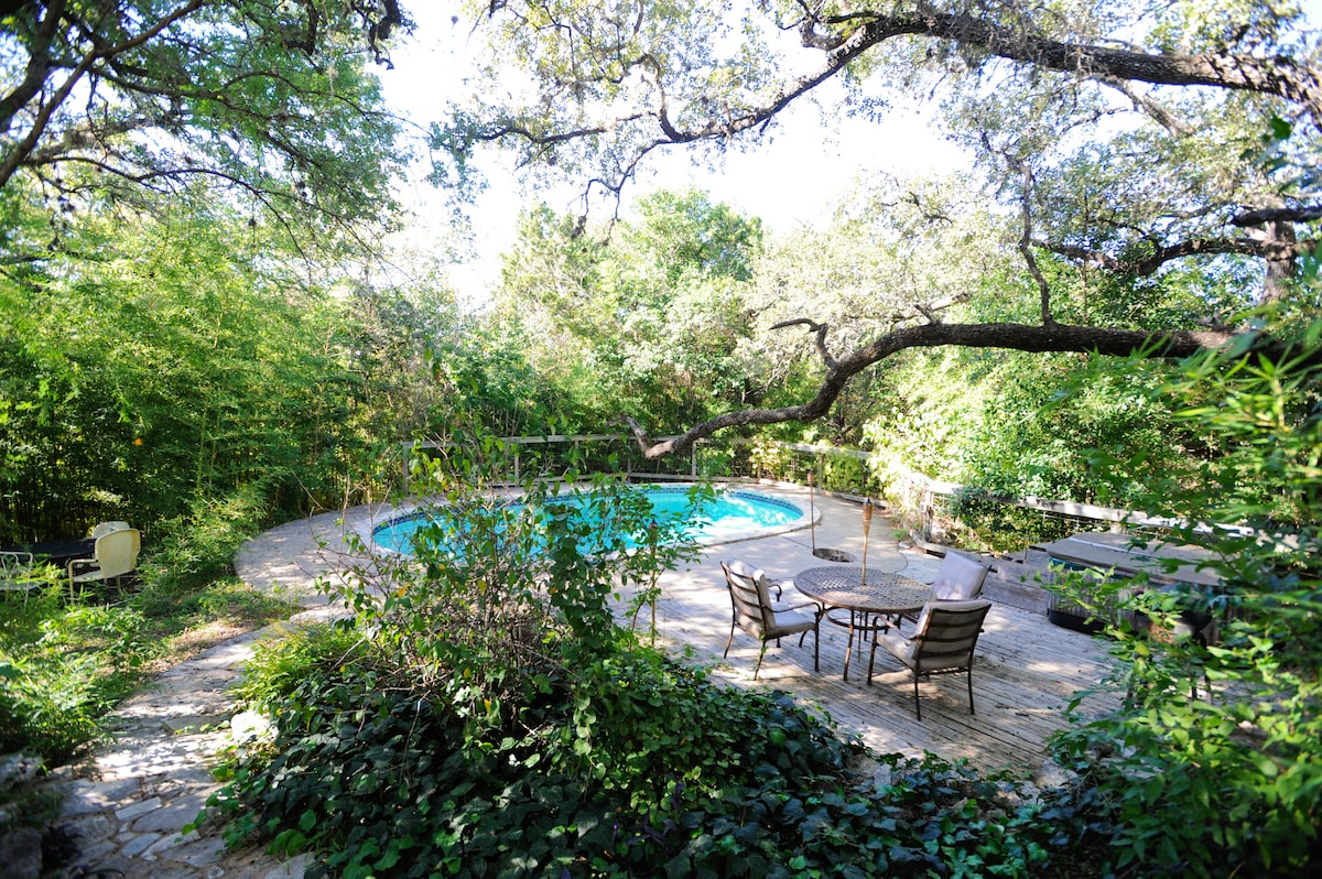 RARE SECLUDED 1940s ESTATE-CENTRAL