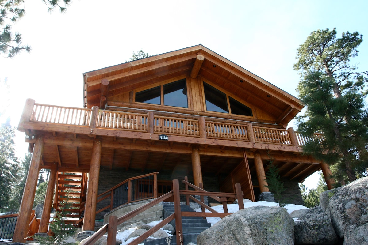 Expansive second floor balcony that gives a view of Big Bear Lake. Perfect for star gazing!