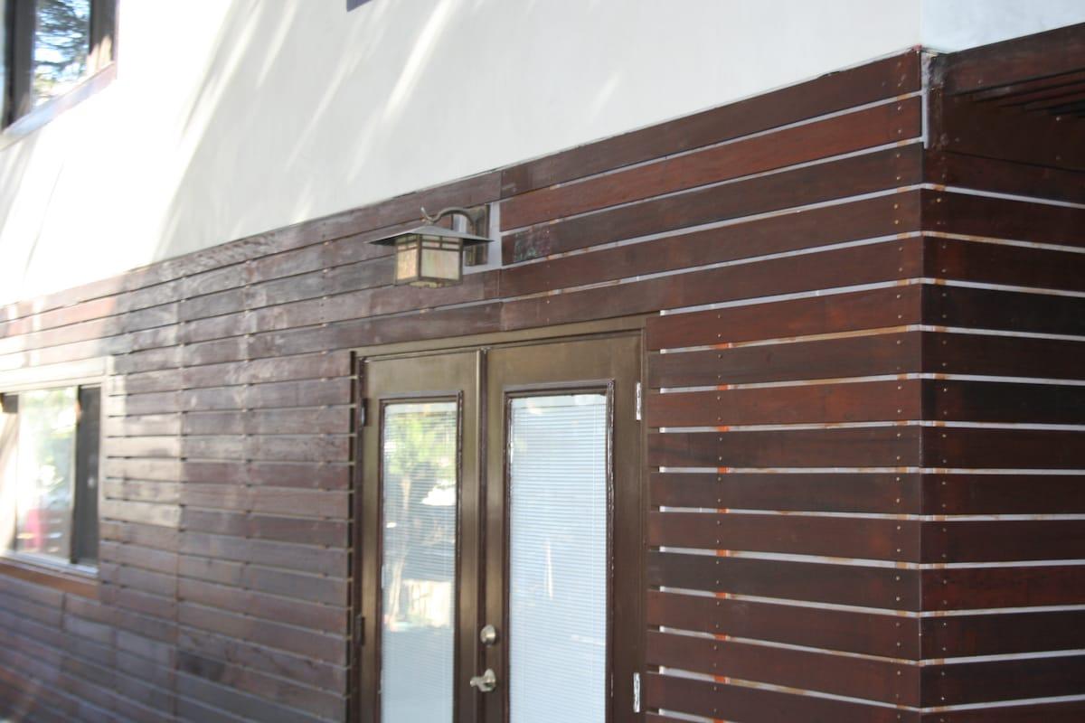 Reclaimed Brazilian Ipe wood slats wrap the house giving a modern and luxurious feel