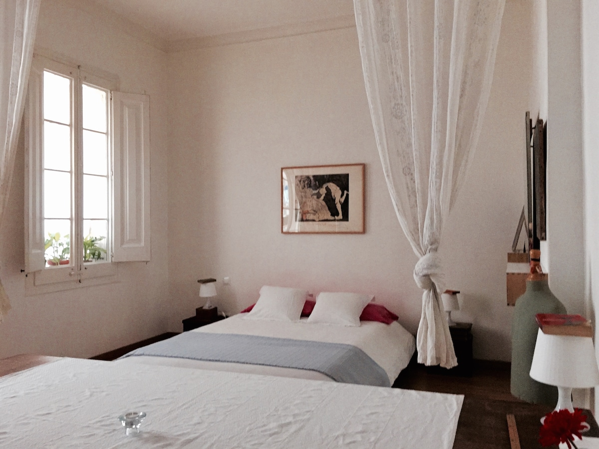 Large room, chez Ruth.Old town.Bcn