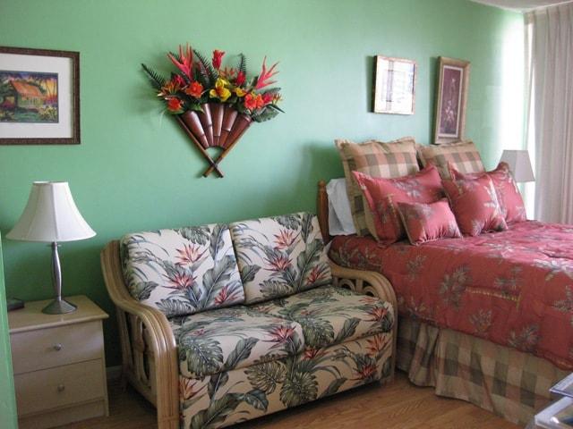 Sunset Condo.  Queen size bed. Sofa Sleeper