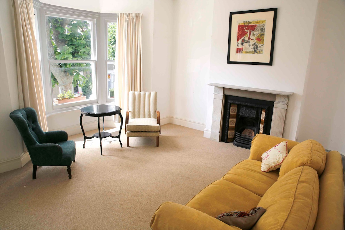 Bright living room (now has a telly!) onto Lynton Road