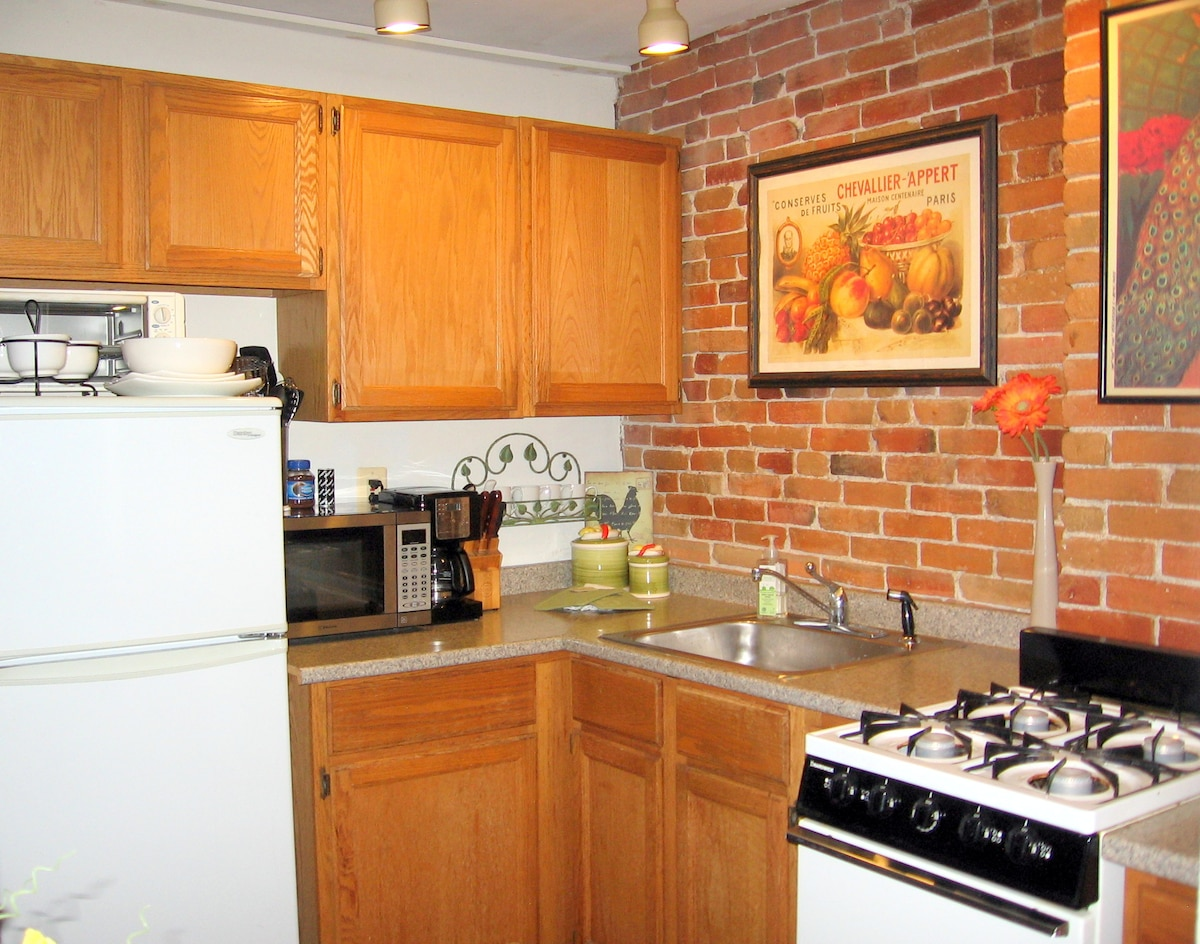 Cozy Apt in Super Boston Location!