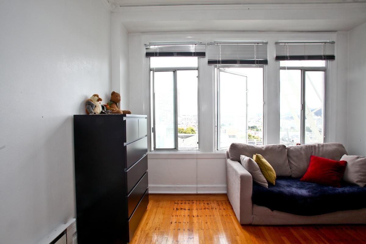 Sunny spacious room w/ amazing view