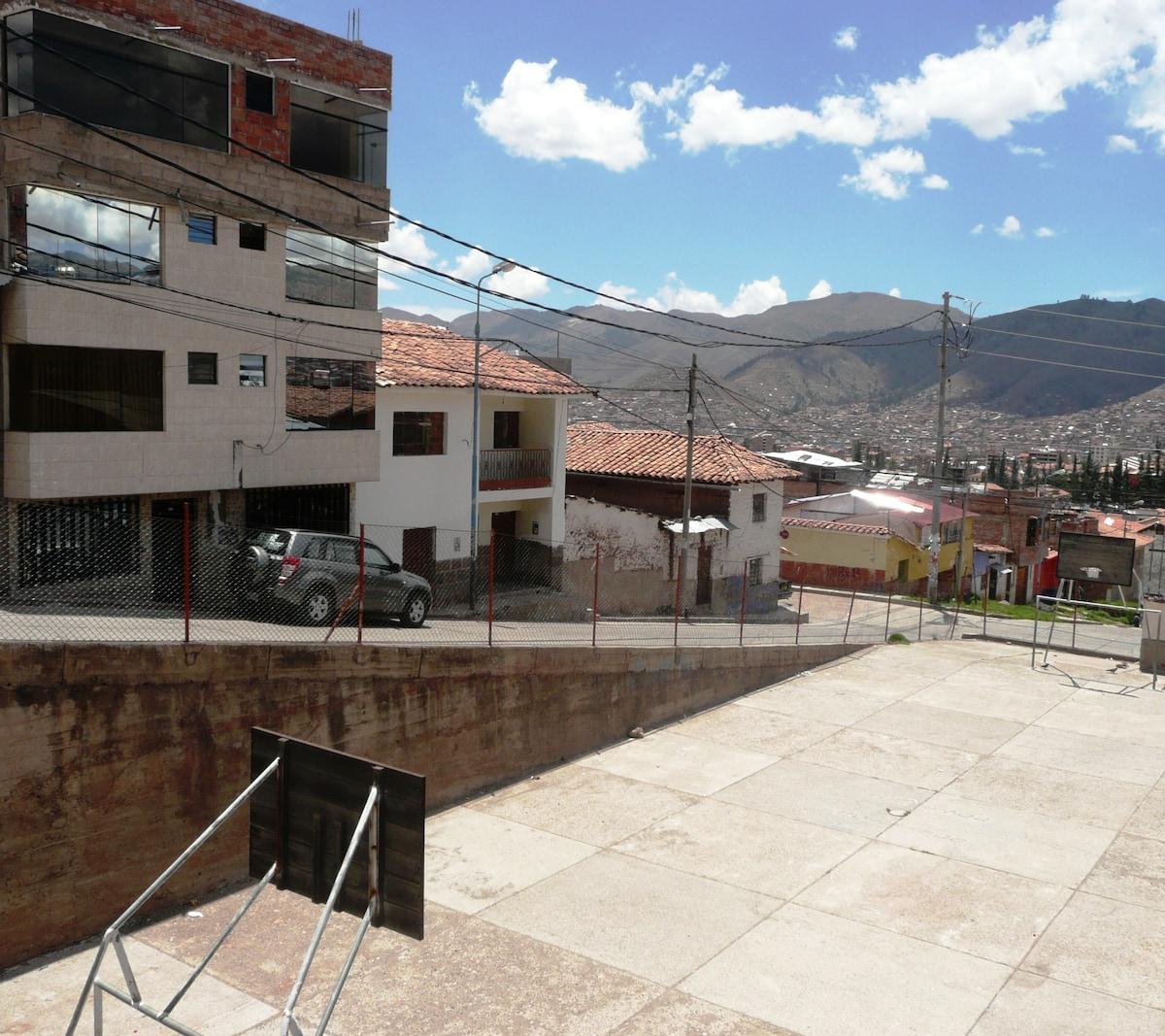 View from outside; the apartment in on the 3rd floor / Vista exterior; el departamento esta en el 3er piso
