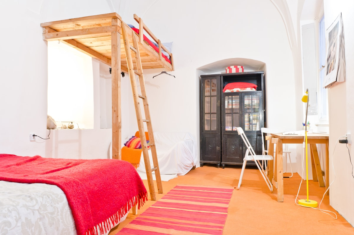 Romantic cozy Old Town studio