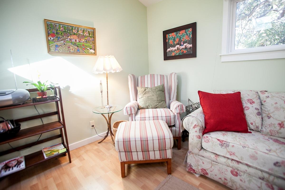 Enjoy this cozy Montecito cottage!