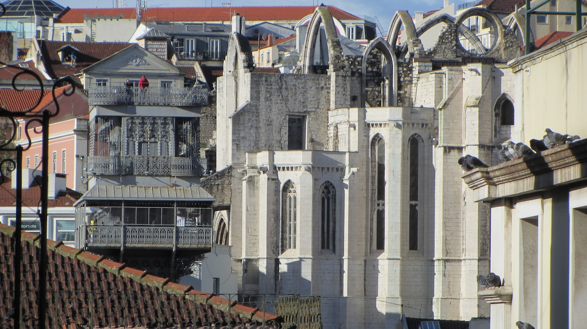 Baixa Sunny apartment with a View!