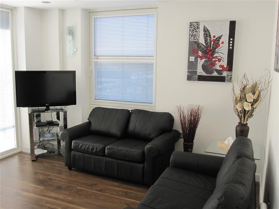 Lounge, TV, Wi Fi, patio doors to balcony, garden views.