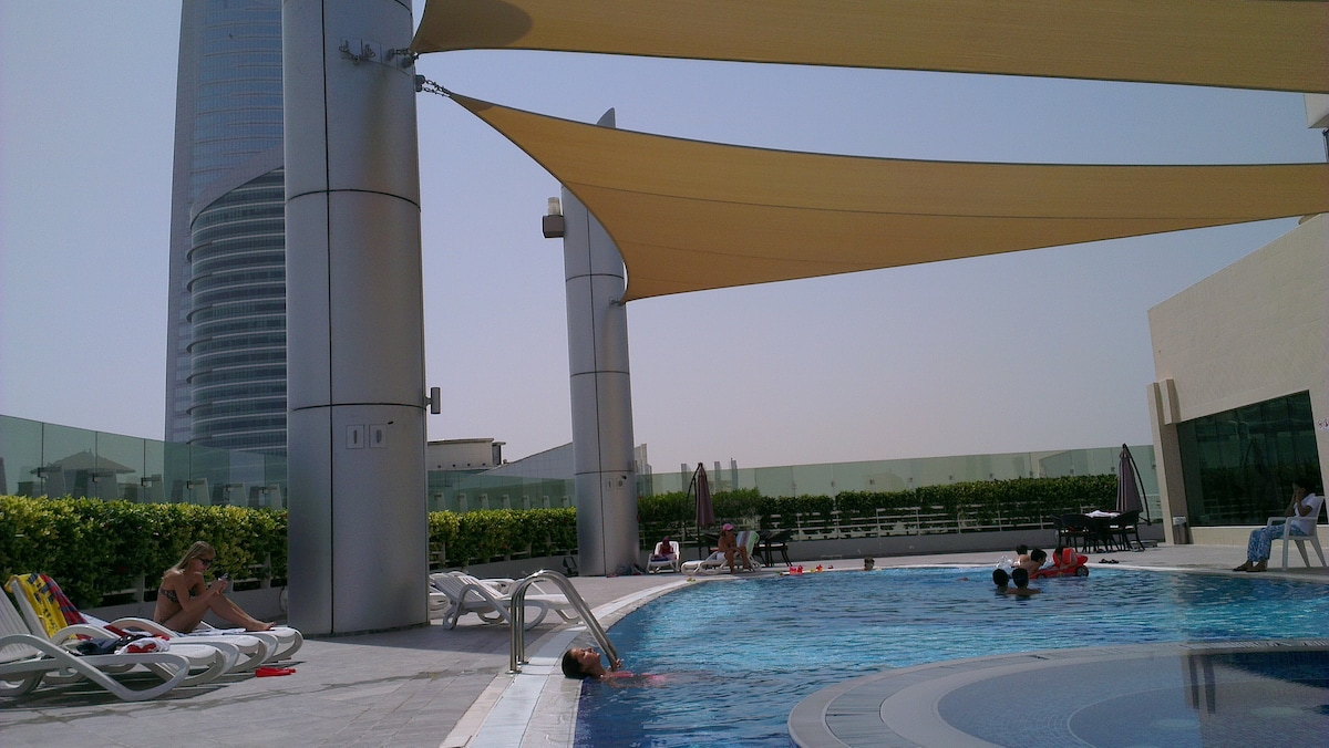 The Swimming Pool and Jacuzzi on top of the Building @40 floor