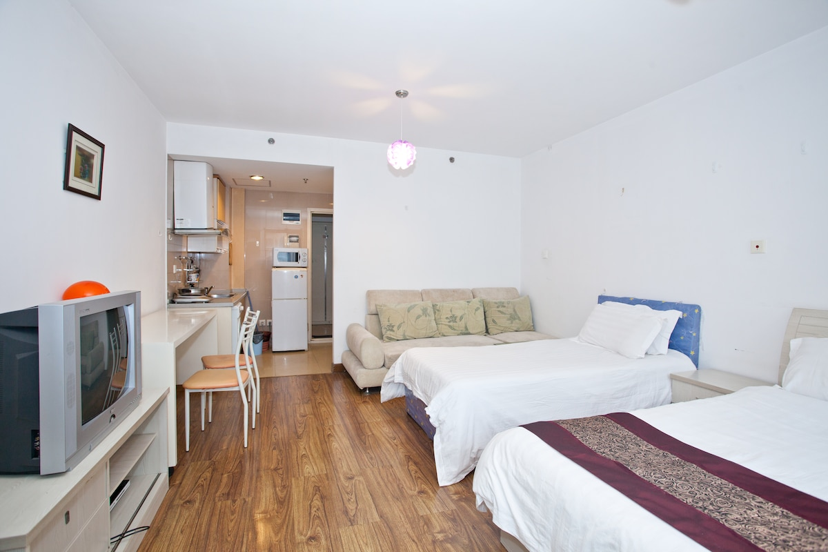 twin beds Apt near subway line7