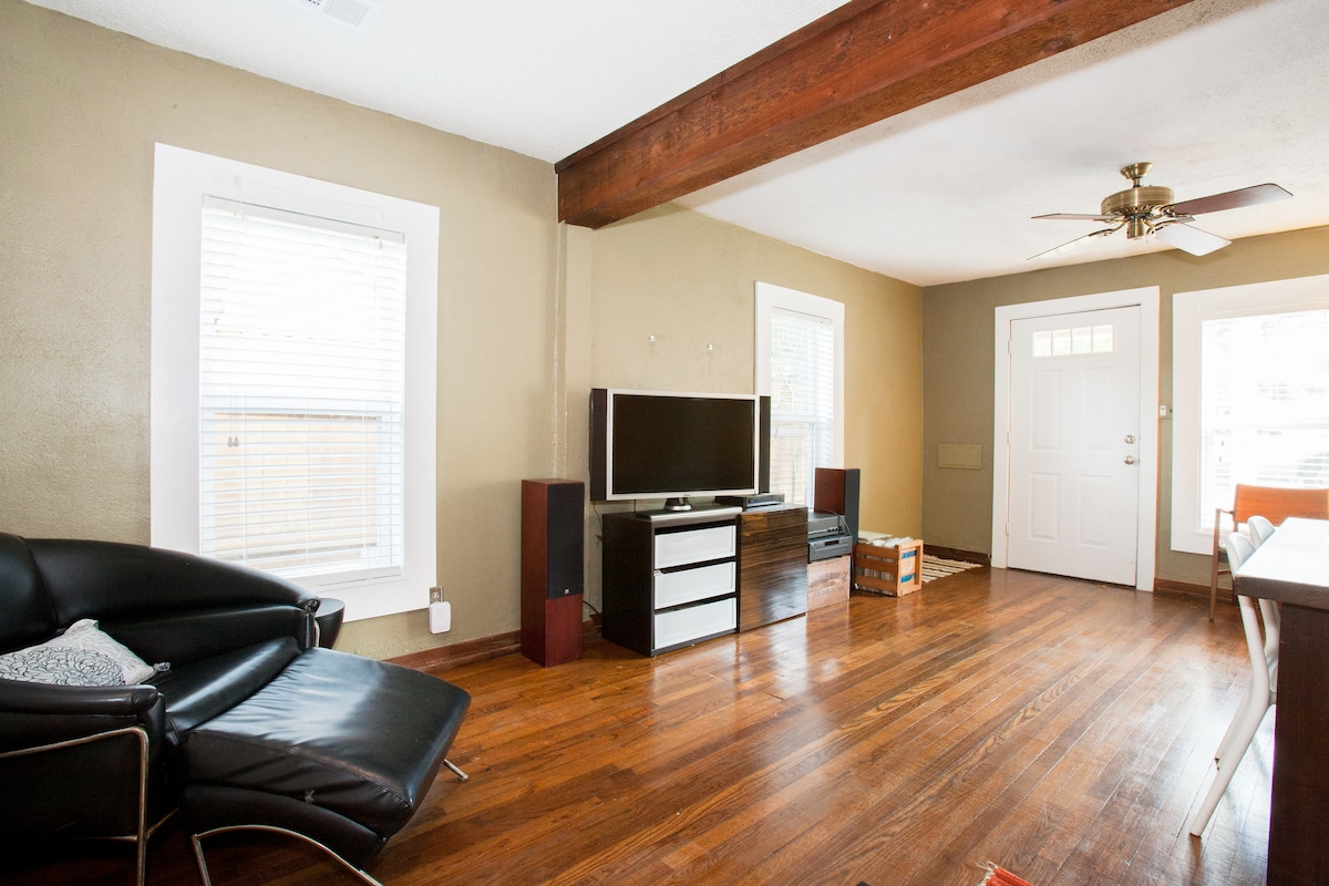 The house comes with Direct TV, stereo and wifi for your comfort and entertainment.