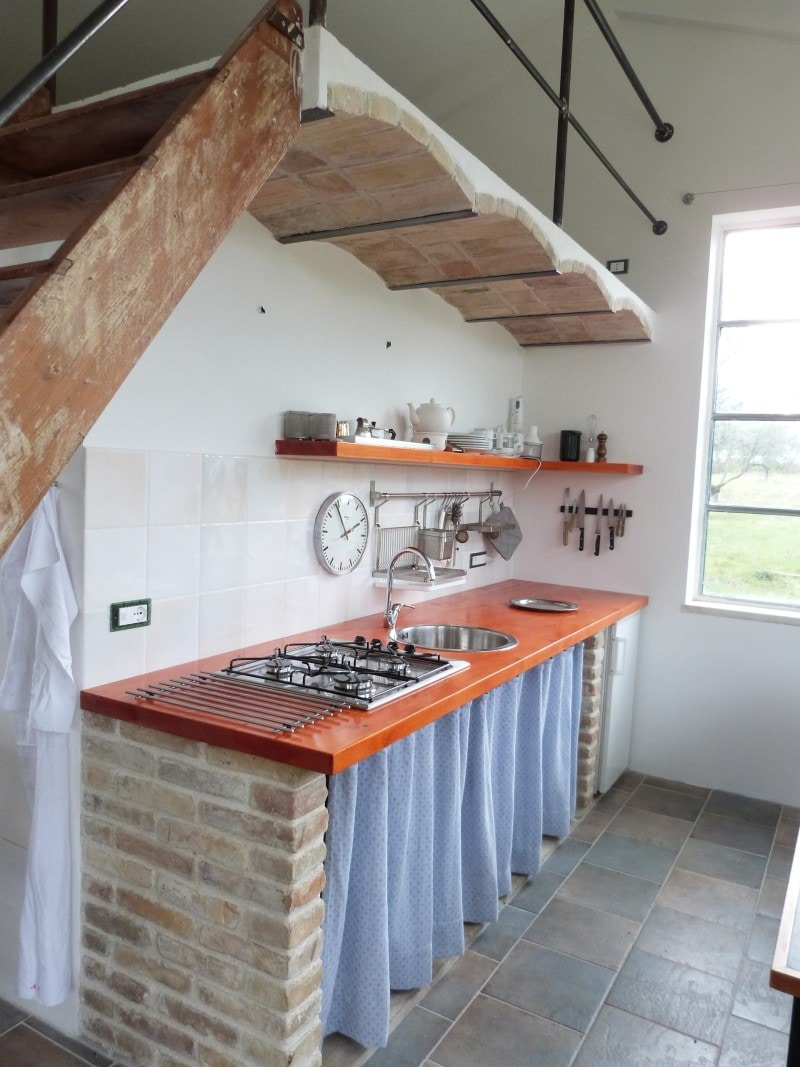 The kitchen, fully equipped.