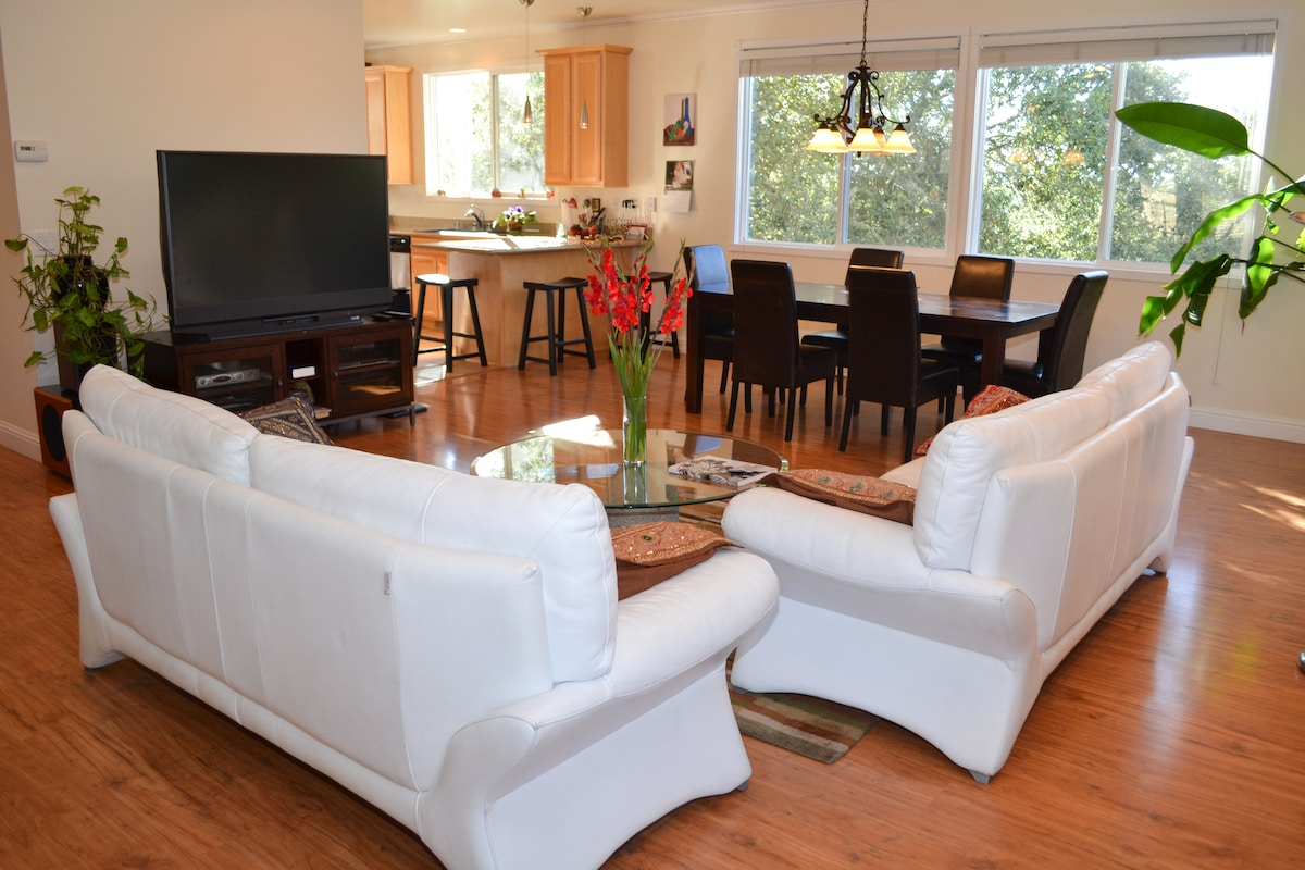 Living room; dining area