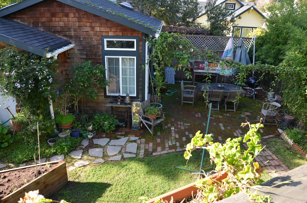 Your Oakland garden cottage (yes, it's like this in mid-December)