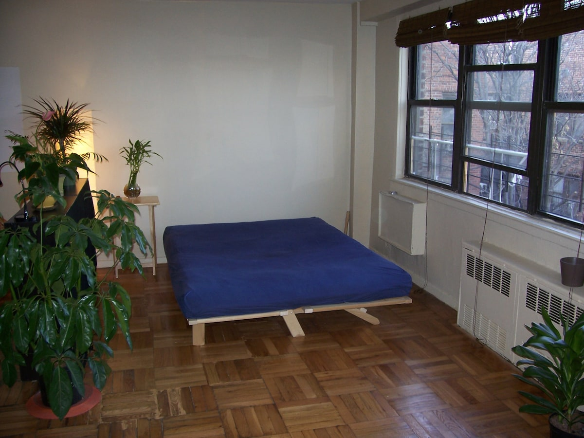 Queen size 2-person bed (linens and comforters provided). Sunlight all year round