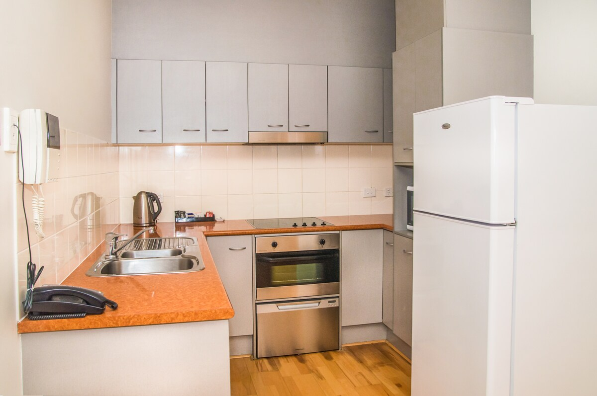 Fully equipped kitchen including crockery, cutlery, glassware and even a starter-pack off tea/coffee and milk