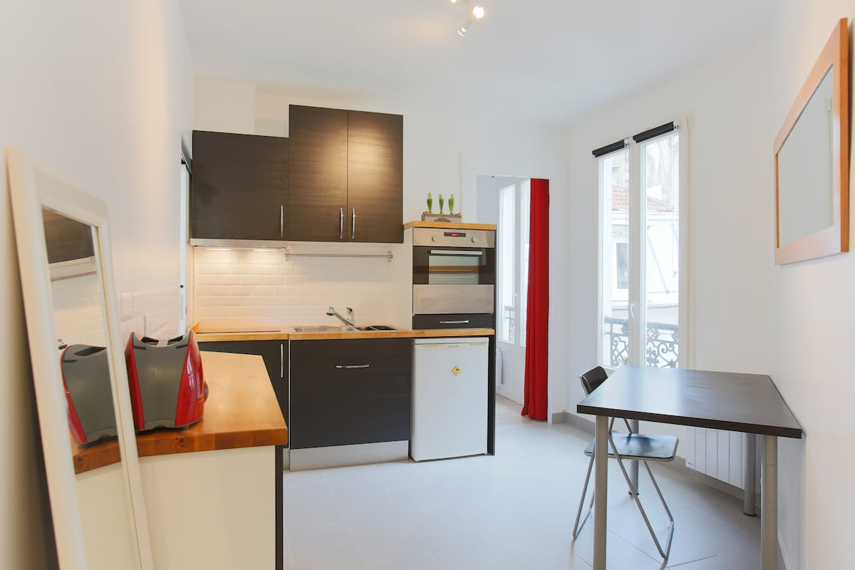 Kitchen fully equipped. Including from right to left : Oven, Fridge below, Double Sink, Induction plate and Toaster.