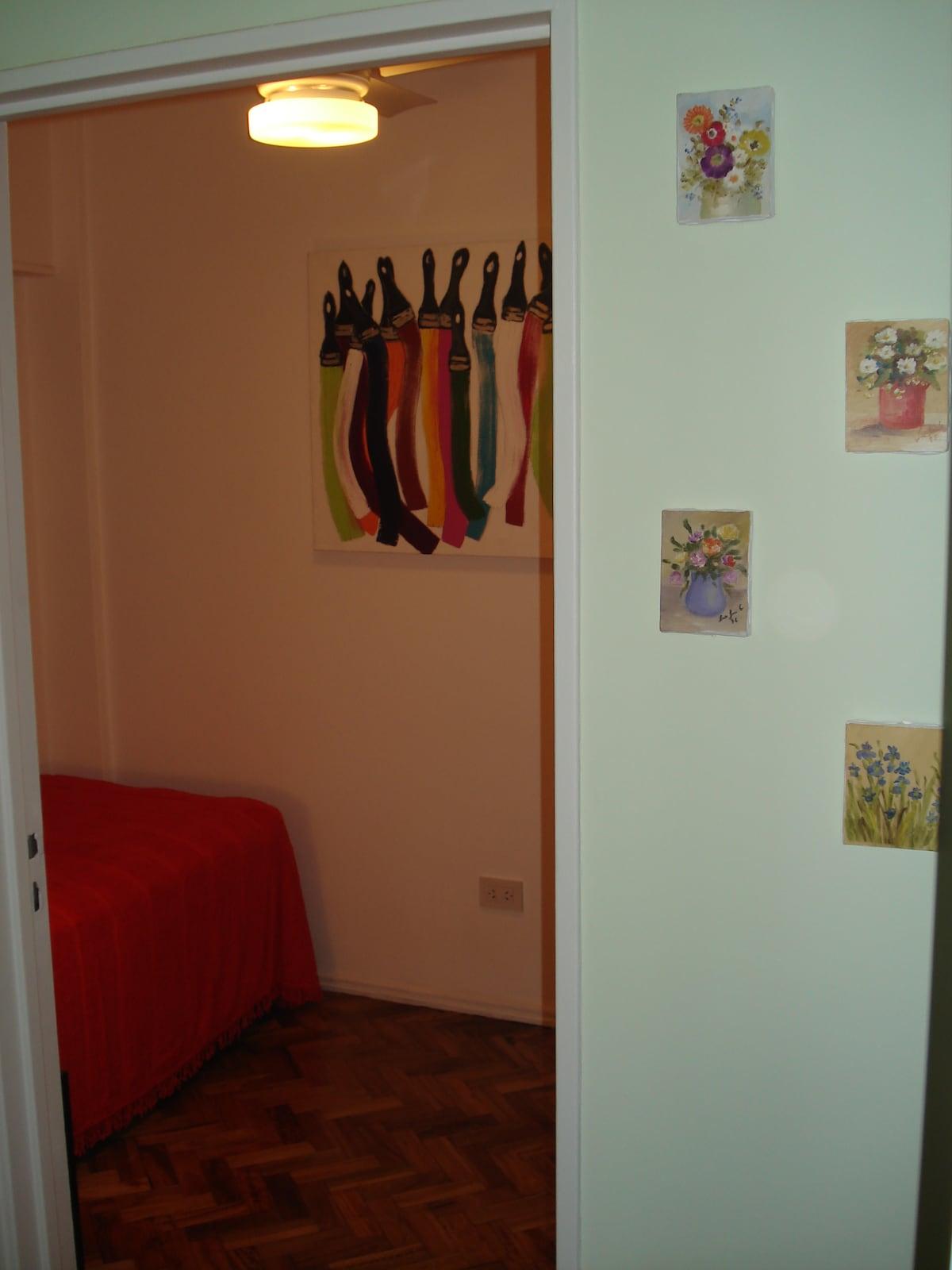 Single bed room entrance