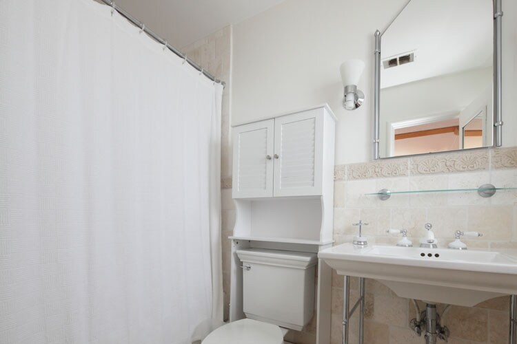 Water-view Room - Bathroom. Bathtub and double shower head