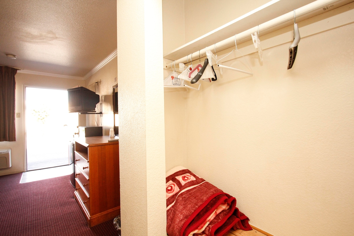 Motel Rm fully furnished $285 Week