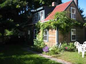 Charming Cottage in Central Square