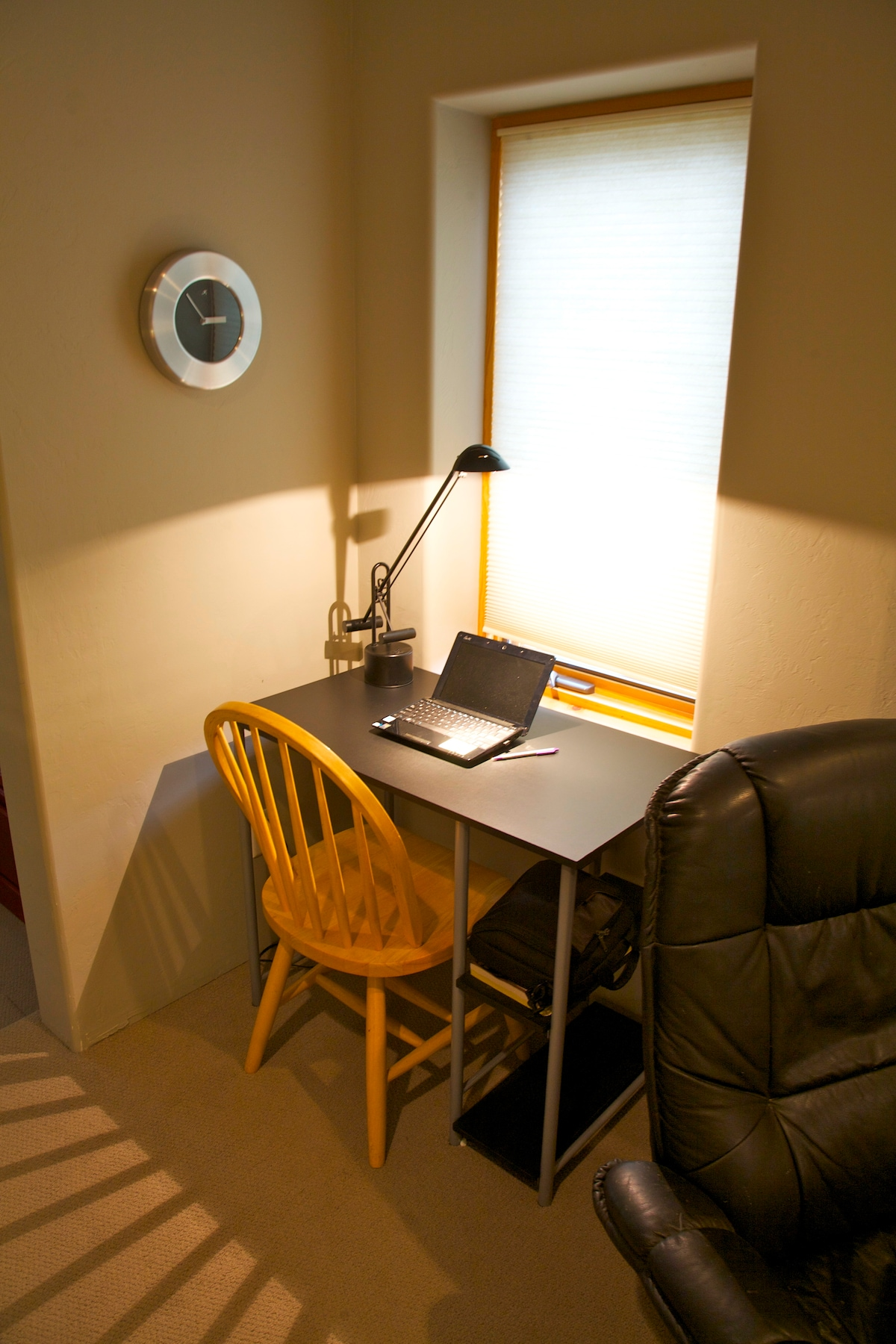 WiFi and Desk