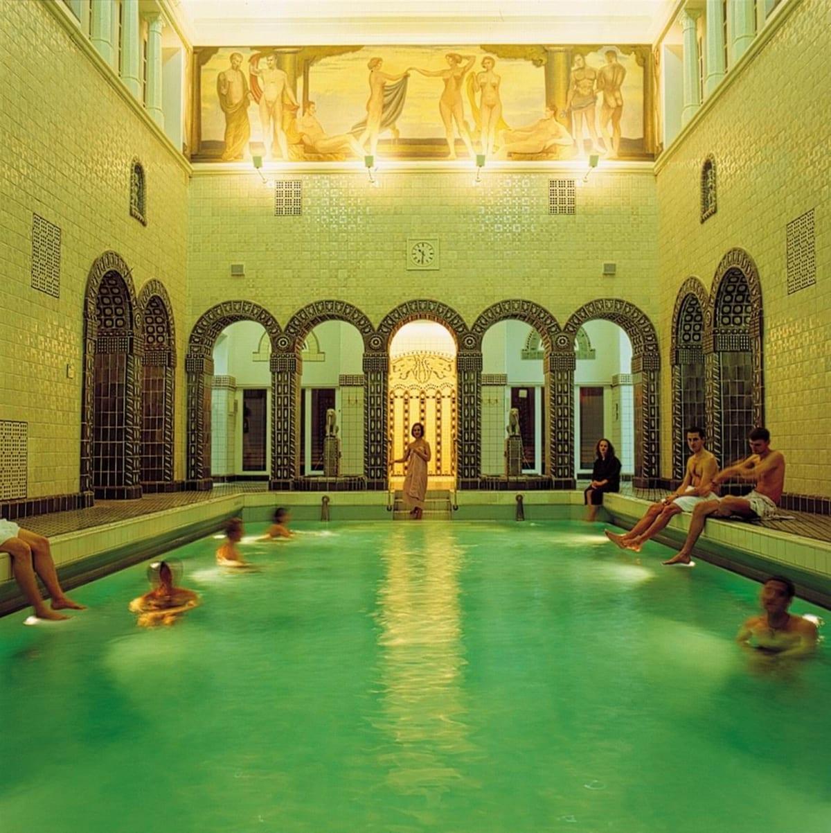 Besuchen Sie das historische Thermalbad im Haus