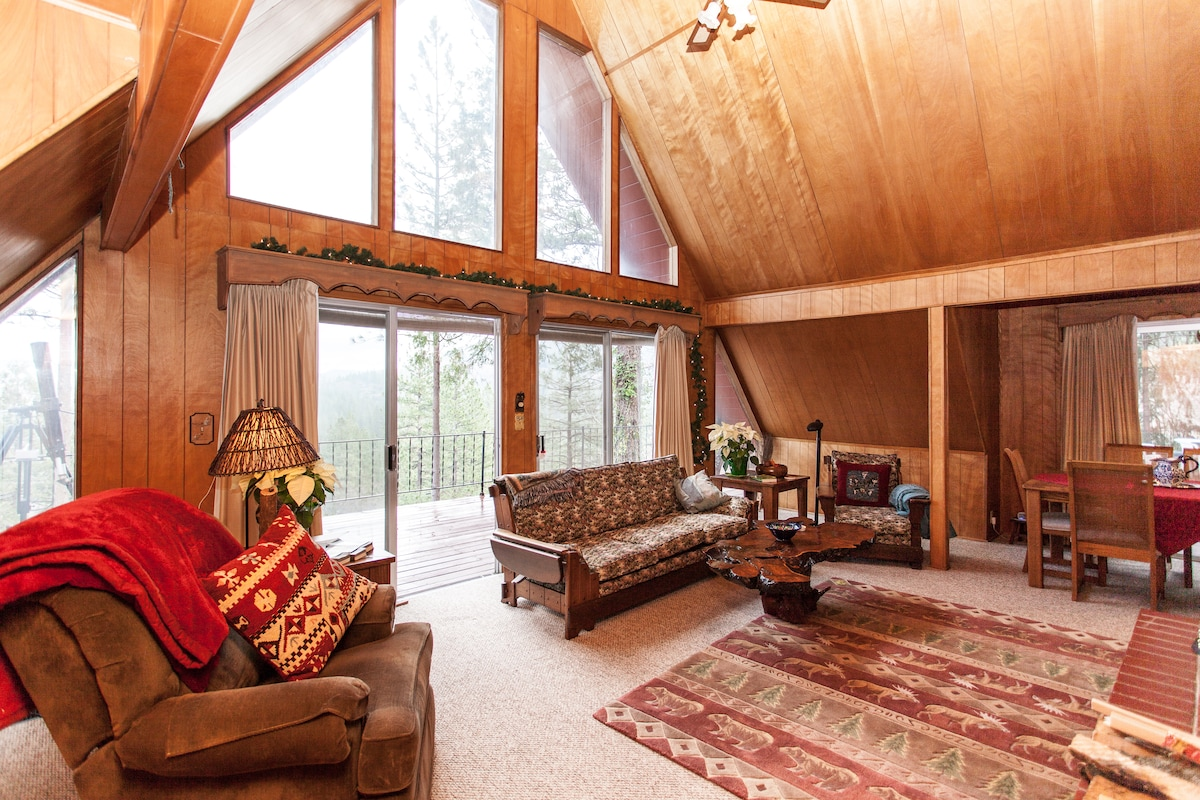 Cozy Vintage Style Lodge with floor to ceiling windows