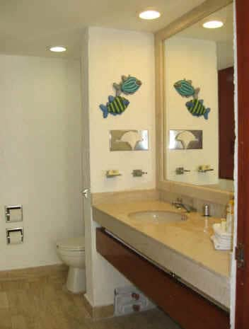 2 FULL BATHROOMS LIKE THIS ONE IN THE MASTER SUITE