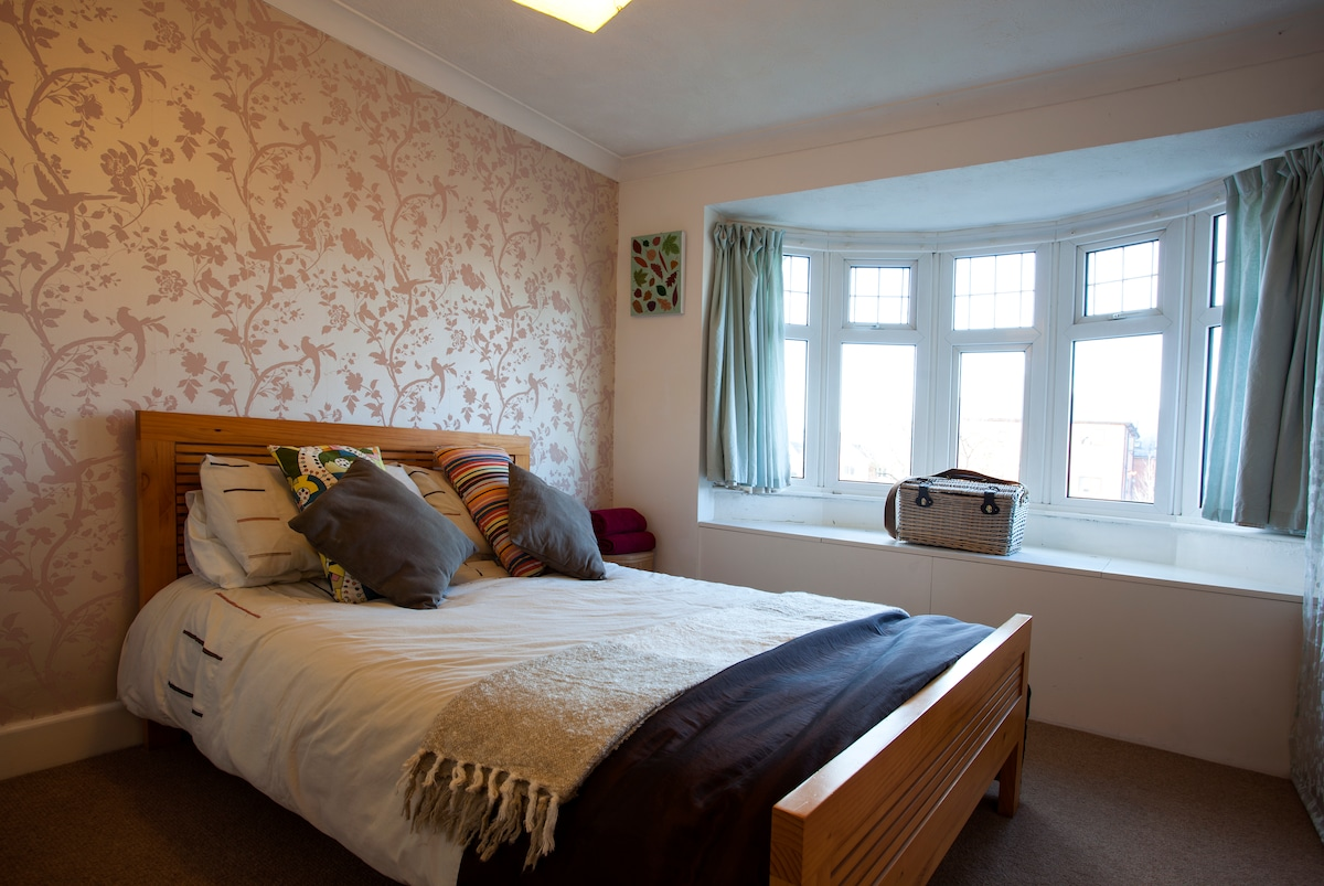 Double Bedroom close to University
